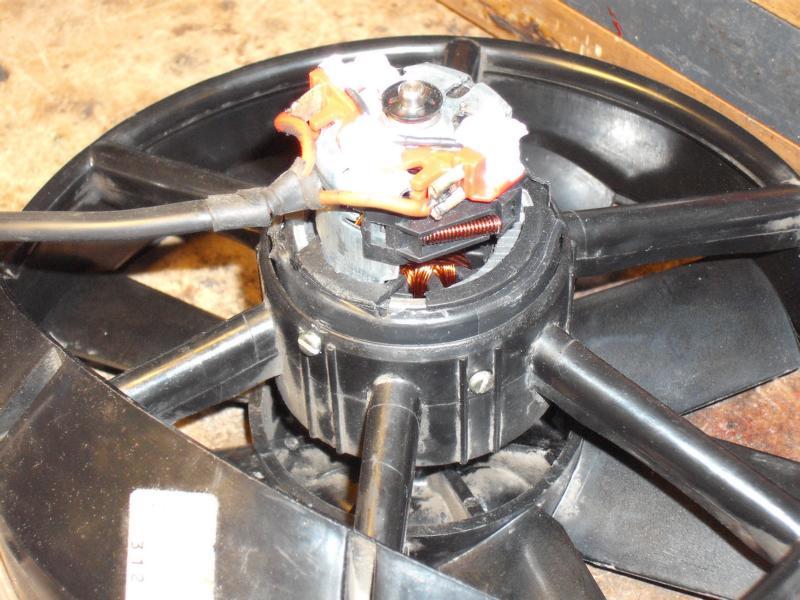 http://www.microcharge.de/privat/foren/mercedes/W115/lueftermotor/schrauben.jpg